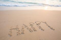 Lyckliga ord på stranden royaltyfri foto
