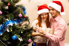 Lyckliga par, cristmas Royaltyfri Foto