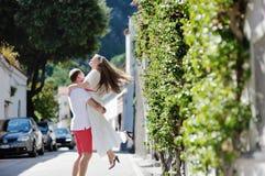 Lyckliga par i Positano, Amafi kust arkivbild