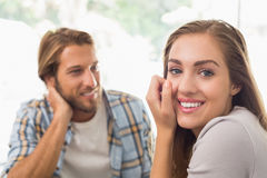 Lyckliga par på ett datum Fotografering för Bildbyråer