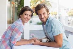 Lyckliga par på ett datum Royaltyfri Fotografi