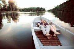 Lyckliga par på fartyget Royaltyfria Bilder