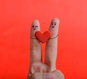 Lyckliga par som är förälskade med målad smiley Royaltyfri Bild