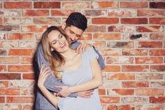 lyckliga par tillsammans Fotografering för Bildbyråer