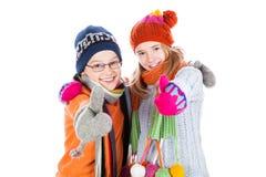 Lyckliga pojke- och flickatummar upp Arkivfoto
