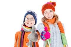 Lyckliga pojke- och flickatummar upp Arkivbilder