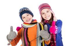 Lyckliga pojke- och flickatummar upp Royaltyfri Bild