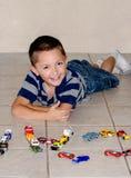 Lyckliga pojke- och leksakbilar Royaltyfri Bild