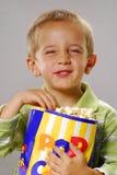 lyckliga popcorns Fotografering för Bildbyråer