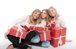 lyckliga presentssystrar tre Arkivbilder