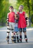 lyckliga rollerbladers Royaltyfri Fotografi
