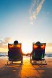 Lyckliga romantiska par arkivfoton