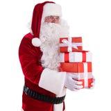 Lyckliga Santa Claus med giftboxes Arkivbilder