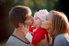 lyckliga semestrar för familj Arkivfoton