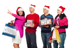 lyckliga shopping för julvänner Arkivbild
