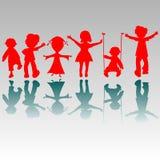 lyckliga silhouettes för pojkeflickor Royaltyfria Bilder