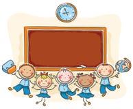 Lyckliga skolbarn med en svart tavla Royaltyfri Fotografi