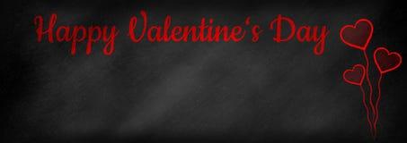 Lyckliga skriftliga valentin dag på en svart tavla royaltyfria bilder
