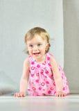 Lyckliga små flickor på ljus bakgrund Royaltyfria Bilder