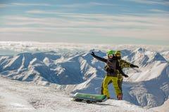 lyckliga snowboarders för par Arkivbild