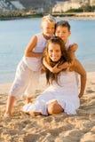 lyckliga strandbarn royaltyfri foto
