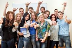 Lyckliga studenter arkivbild
