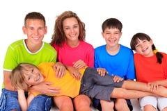Lyckliga syskongrupper royaltyfria foton