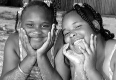 lyckliga systrar royaltyfria foton