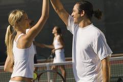 Lyckliga tennisspelarear Arkivfoto