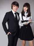 Lyckliga tonåringar i stående för skolalikformig Stilig pojke och bea Royaltyfria Foton