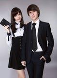 Lyckliga tonåringar i stående för skolalikformig Stilig pojke och bea Royaltyfria Bilder