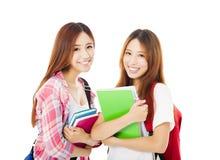 Lyckliga tonårs- studentflickor som isoleras på vit Royaltyfria Foton