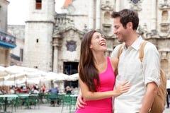 lyckliga turister för par royaltyfri fotografi