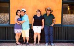 Lyckliga turister i Cartagena royaltyfri fotografi