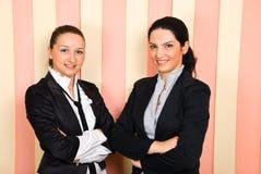 lyckliga två kvinnor för affär Royaltyfria Bilder