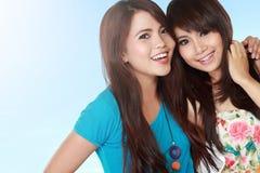 Lyckliga två tonårs- flickor Arkivbilder