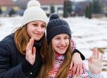 Lyckliga unga systrar Royaltyfri Bild