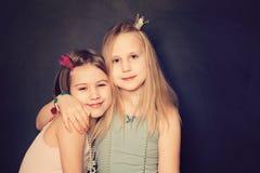 Lyckliga unga tonåriga flickor Arkivfoto