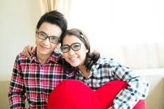 Lyckliga unga vuxen människapar fotografering för bildbyråer