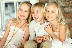 lyckliga ungar för barnvänner Arkivbild