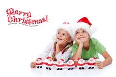 lyckliga ungar för jul Arkivbilder