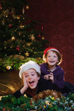 lyckliga ungar för jul Fotografering för Bildbyråer