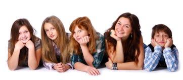 lyckliga ungar för gullig grupp Arkivfoto