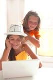 Lyckliga ungar i skola Royaltyfria Foton