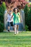 lyckliga ungar little Arkivfoton