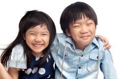 Lyckliga ungar som har gyckel Royaltyfria Foton