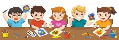 Lyckliga ungar som målar i konstgrupp royaltyfri illustrationer