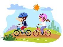Lyckliga ungar som rider cyklar i, parkerar stock illustrationer