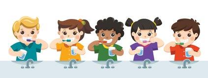 Lyckliga ungar som rymmer tandborsten och exponeringsglas av vatten som borstar som är deras royaltyfri illustrationer