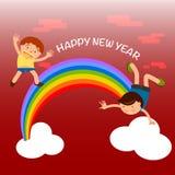 Lyckliga ungar som spelar över regnbågen och hälsar lyckligt nytt år Royaltyfri Fotografi
